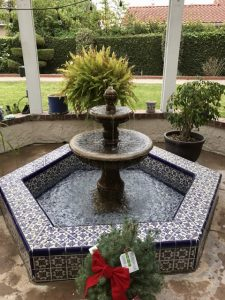 Fountain with tile setwall